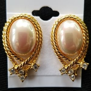 🎁 NOLAN MILLER CLIP EARRINGS Faux Pearl Goldtone